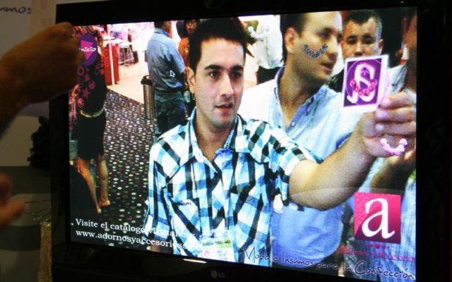 Augmented Reality<br>{ Interactive Catalogue - Virtual mirror }